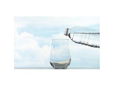 甘甜泉矿泉水:自然界不存在的水要少喝,得了病就晚了!
